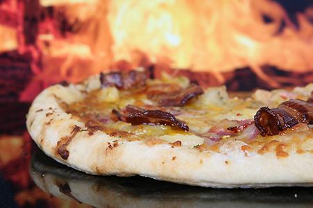 Pizza mit Bauschspeck
